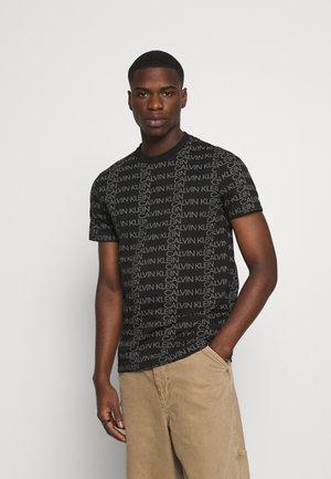 ALLOVER LOGO - T-shirt con stampa - black