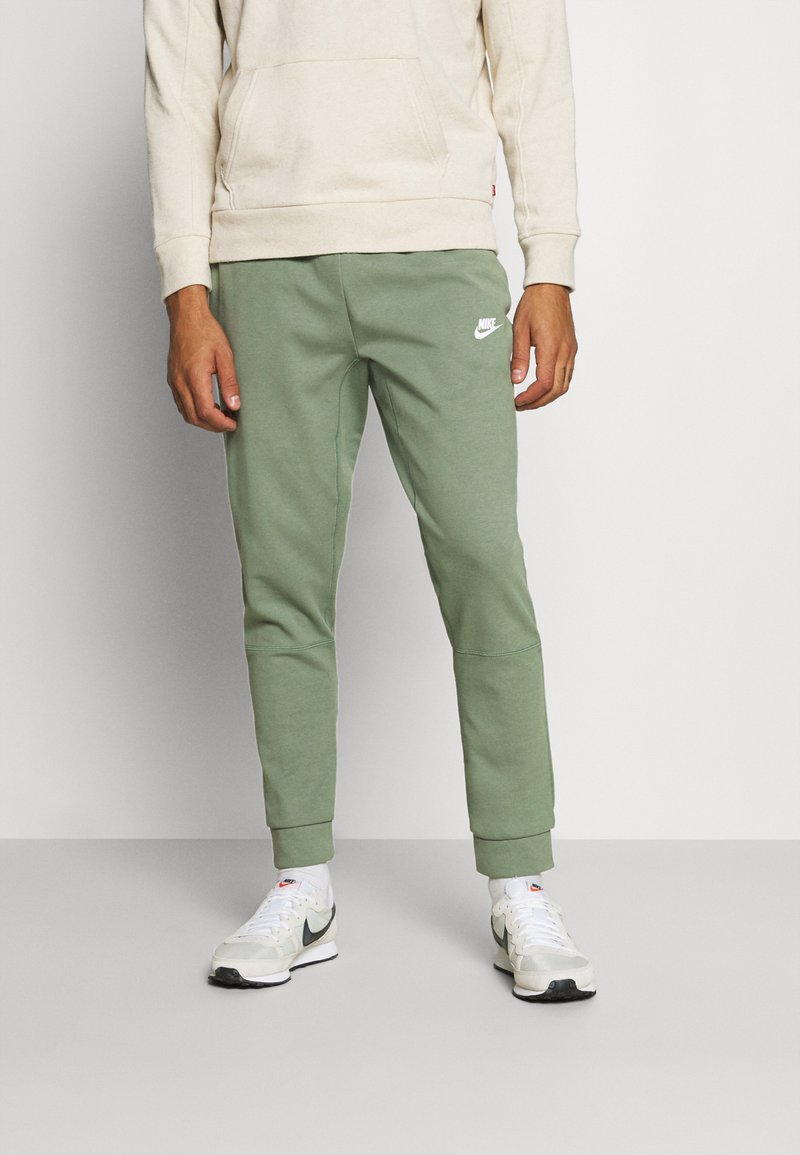 Nike Sportswear - MODERN  - Träningsbyxor - spiral sage