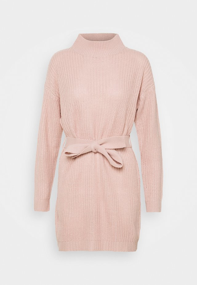 HIGH NECK BASIC DRESS WITH BELT - Neulemekko - pale pink