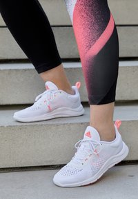 adidas Performance - TRAINER X - Kuntoilukengät - footwear white/signal pink/grey two - 4