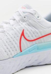 Nike Performance - REACT INFINITY RUN FK 2 - Neutrala löparskor - white/chile red/glacier ice/photon dust - 5