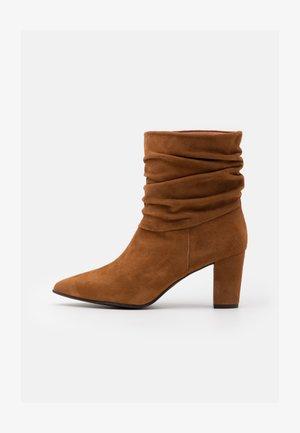 ANDREA - Kotníkové boty - amaretto
