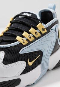 Nike Sportswear - ZOOM 2K - Sneakers - black/metallic gold/white/sail/gym red - 2