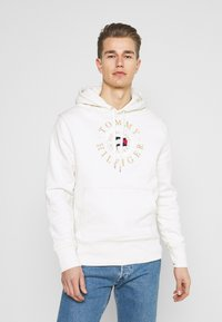 Tommy Hilfiger - ICON COIN HOODY - Sweatshirt - ivory - 0