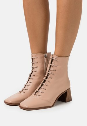 ARIELLA TOE EVERYDAY BOOT - Lace-up ankle boots - nude