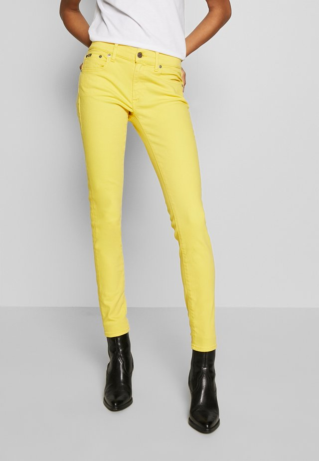 ROSELAKE - Jeans Skinny Fit - yellow