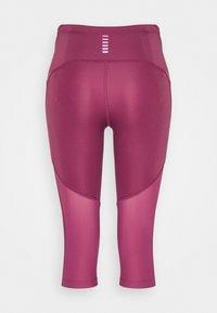 Under Armour - FLY FAST SPEED CAPRI - Pantalón 3/4 de deporte - pink quartz - 1