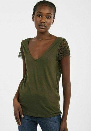 AD05 - Print T-shirt - green