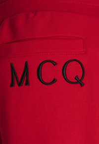 McQ Alexander McQueen - ANEIGMA - Pantaloni sportivi - red - 2