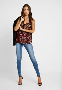 Missguided - SINNER CLEAN DISTRESSED - Jeans Skinny Fit - blue - 1
