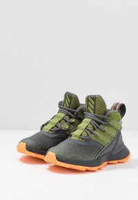adidas Performance - RAPIDARUN ATR - Trekkingboot - grey six/tech olive/flash orange - 3