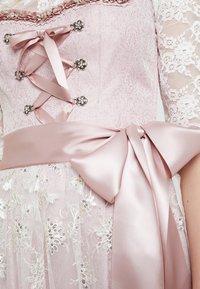 Country Line - Dirndl - rose creme - 6