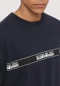 Napapijri - SAGAR - T-shirt med print - dark blue - 3