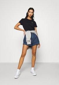 Levi's® - WELLTHREAD PERFECT TEE - T-shirt basic - nightfall black - 1