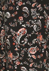 Vero Moda Petite - VMSIMPLY EASY LOOSE PANT - Trousers - black/adda - 2
