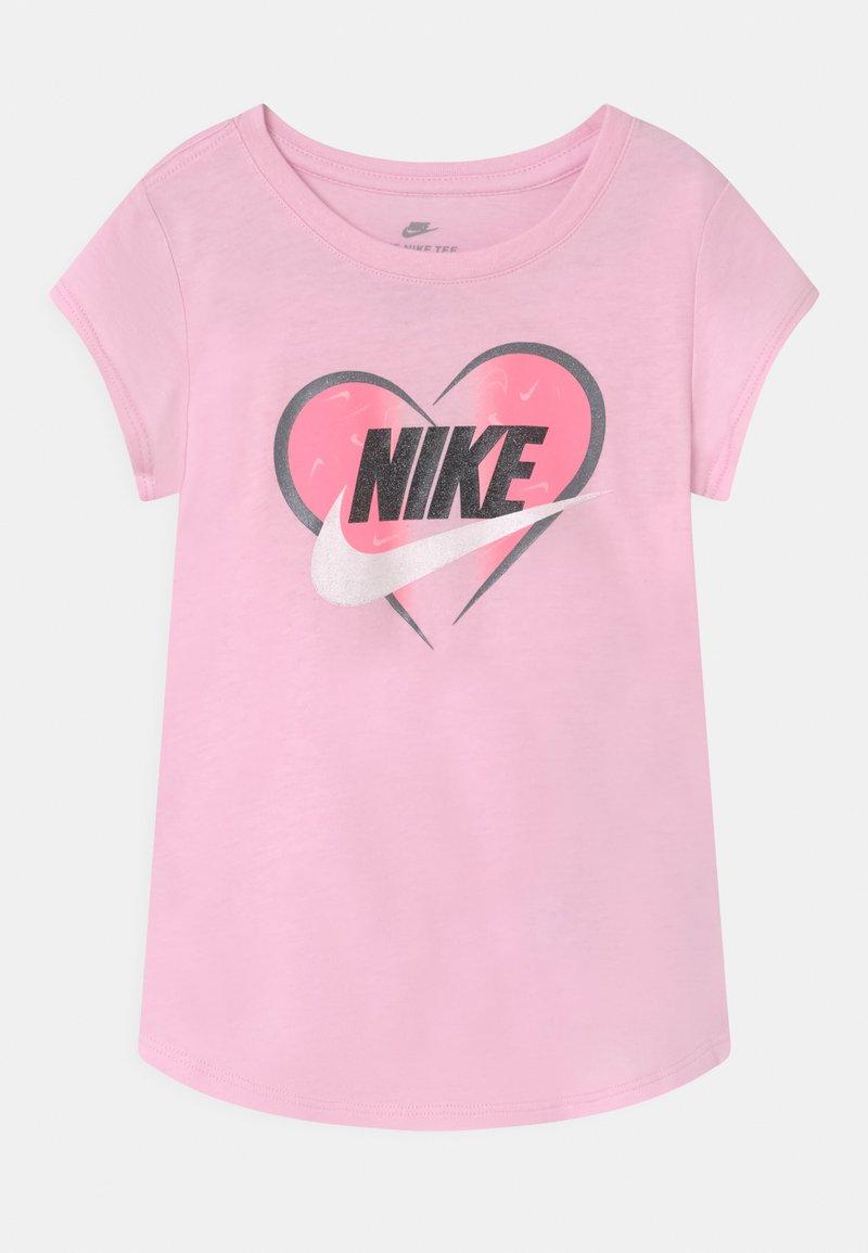Nike Sportswear - SEASONAL HEART - Print T-shirt - pink foam