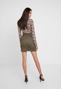 Missguided - PAPERBAG WAIST SKIRT - Pencil skirt - khaki - 2