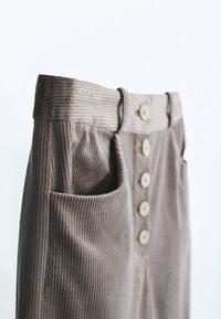 Massimo Dutti - MIT KNÖPFEN  - Trousers - grey - 4