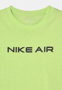 Nike Sportswear - AIR - Camiseta estampada - liquid lime - 2
