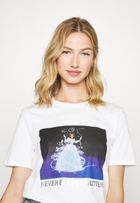 Pieces - PCDISLA  - Print T-shirt - white - 3