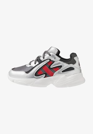 YUNG-96 CHASM - Sneakersy niskie - grey four/scarlet/silver metallic