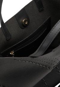 usha - Handbag - schwarz - 4