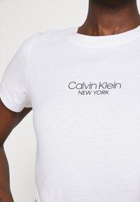 Calvin Klein - SLIM FIT 2 PACK - T-shirt z nadrukiem - black/bright white - 5