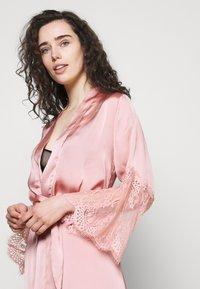 Hunkemöller - KIMONO - Dressing gown - rose tan - 4