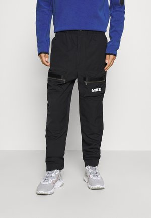 CITY MADE PANT - Reisitaskuhousut - black/white