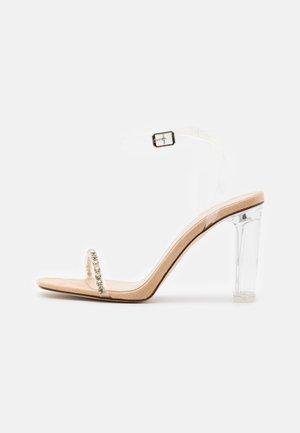 LINNIE - Sandales - clear/nude
