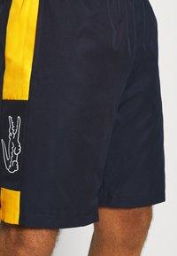 Lacoste Sport - TENNIS SHORT BLOCK - Urheilushortsit - navy blue/broom white - 5
