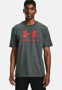 Under Armour - Print T-shirt - pitch gray medium heather - 0