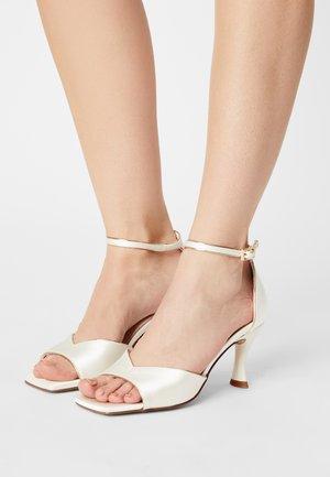 Sandály - ivory/gold