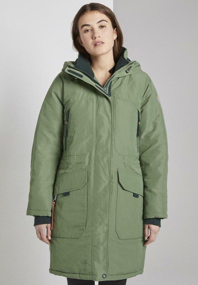 Abrigo de invierno - green