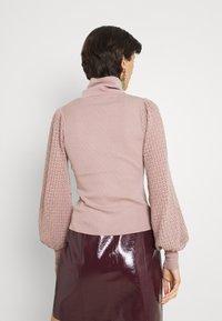 Fashion Union Tall - HARDY POINTELLE SLEEVE JUMPER - Stickad tröja - taupe/pink - 2