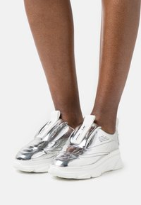 F_WD - Sneakers laag - silver - 0