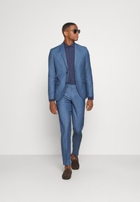 Isaac Dewhirst - THE FASHION SUIT NOTCH - Puku - blue - 1