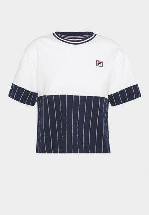 HANAE CROPPED TEE - Print T-shirt - blanc de blanc/black iris
