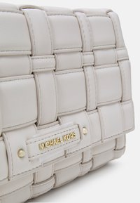 MICHAEL Michael Kors - IVY XBODY - Across body bag - lt cream - 5