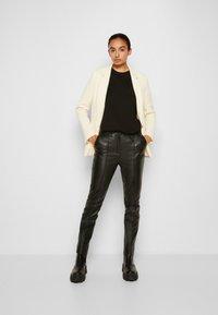 Victoria Victoria Beckham - RELAXED JACKET - Blazer - double cream - 4