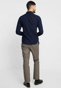 Farah - BREWER SLIM FIT - Shirt - mid indigo - 2
