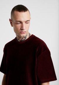 Topman - STRIPE TEE - T-shirt basic - burgundy - 4