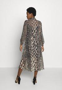 Wallis - NEUTRAL ANIMAL TIE NECK MIDI DRESS - Day dress - stone - 2