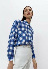 Uterqüe - Button-down blouse - blue denim - 3