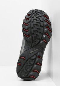 Columbia - MID CRESTWOOD™ MID WATERPROOF - Walking trainers - graphite, daredevil - 5