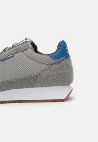 Jack & Jones - JFWZEPHYR - Sneakersy niskie - frost grey - 6