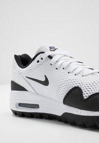 Nike Golf - AIR MAX 1 G - Golfové boty - white/black - 5