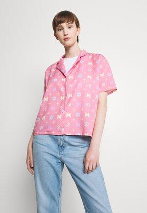 BUTTERFLY MONOGRAM SHIRT - Button-down blouse - pink