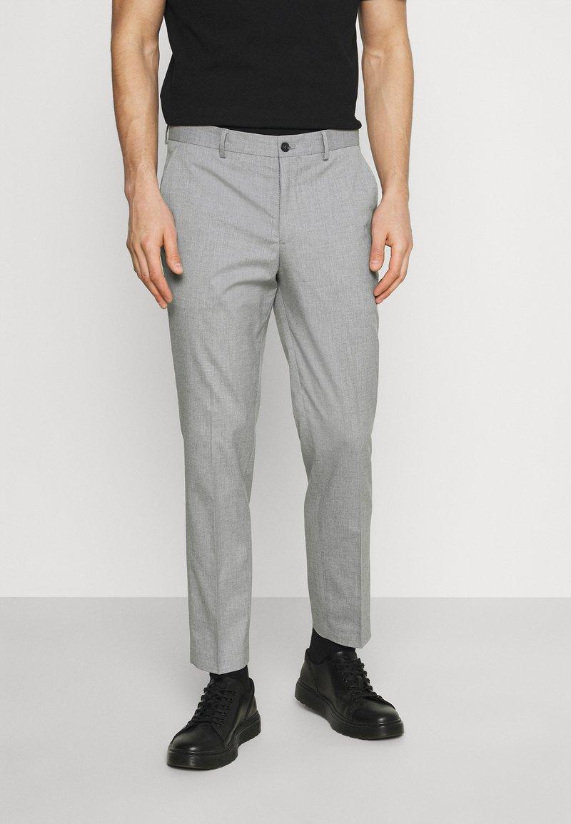 Selected Homme - SLHSLIM MYLOLOGAN CROP - Trousers - light grey melange