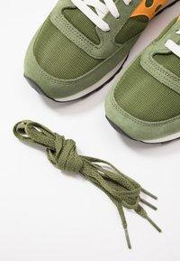 Saucony - JAZZ VINTAGE - Sneaker low - green/mustard - 6